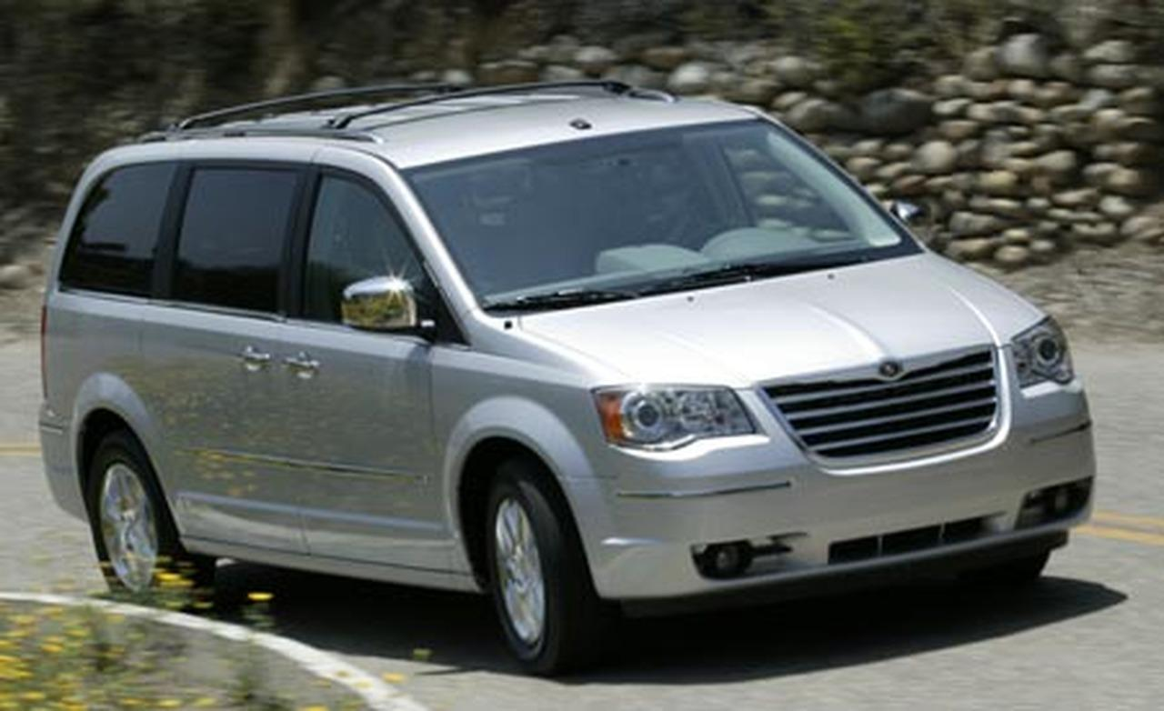 2008 Chrysler Town And Country Front Three Quarters View Photo 3