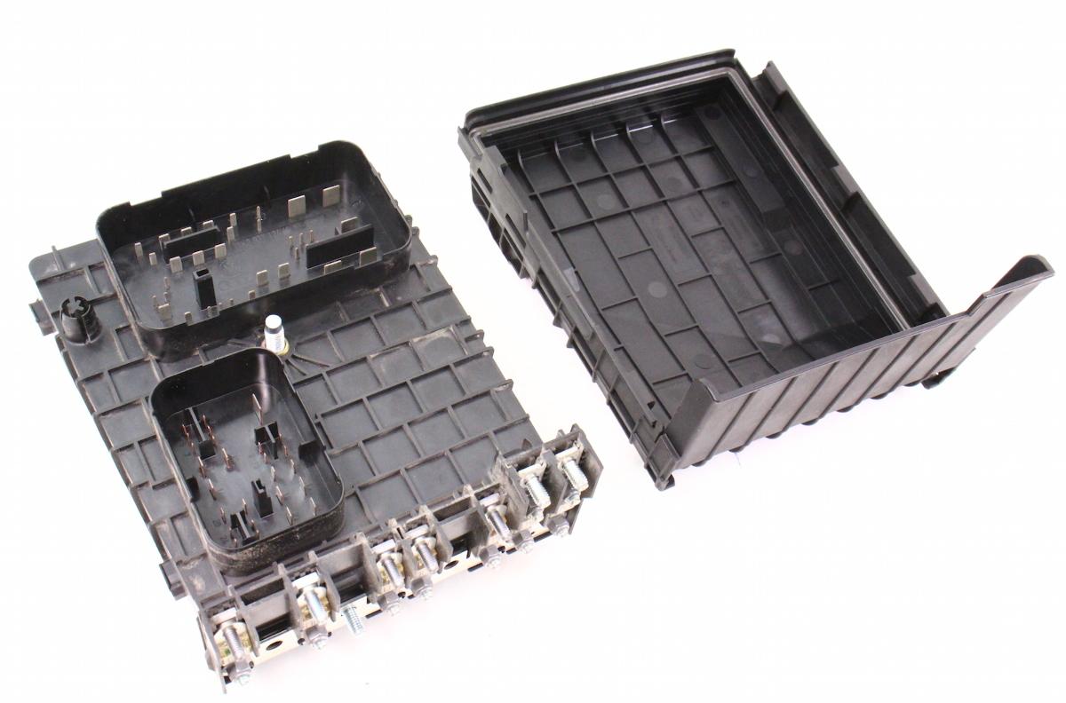 Engine Bay Fuse Relay Box 0608 VW Passat B6 2.0T  Genuine  1K0 937
