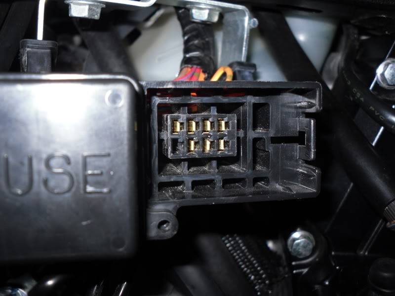 Suzuki GSXR 600 Fuse Box - image details