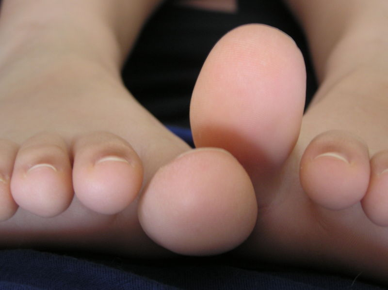 girl sweaty feet Young teen