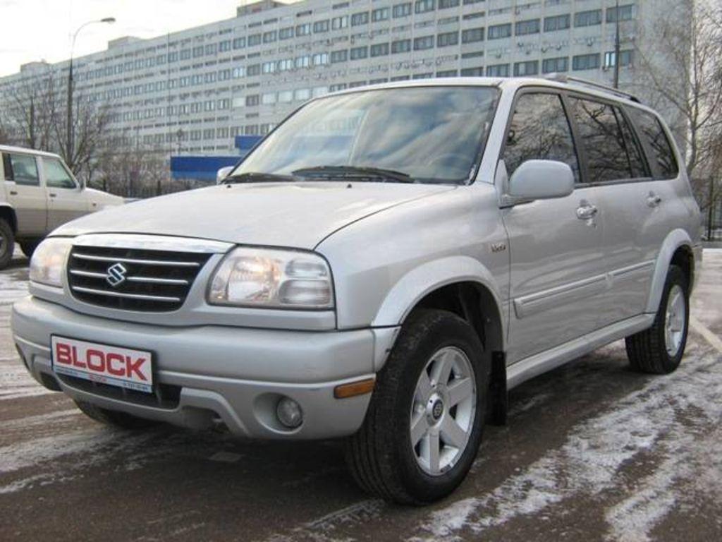 White 2008 Suzuki XL7
